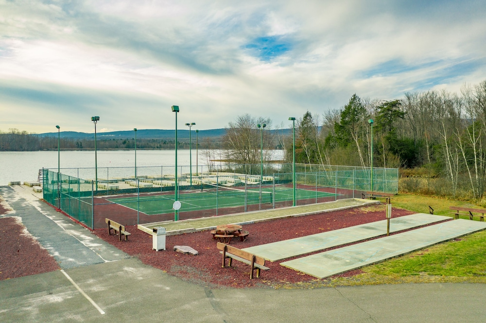 Tennis Court, Crown Resorts at the Poconos