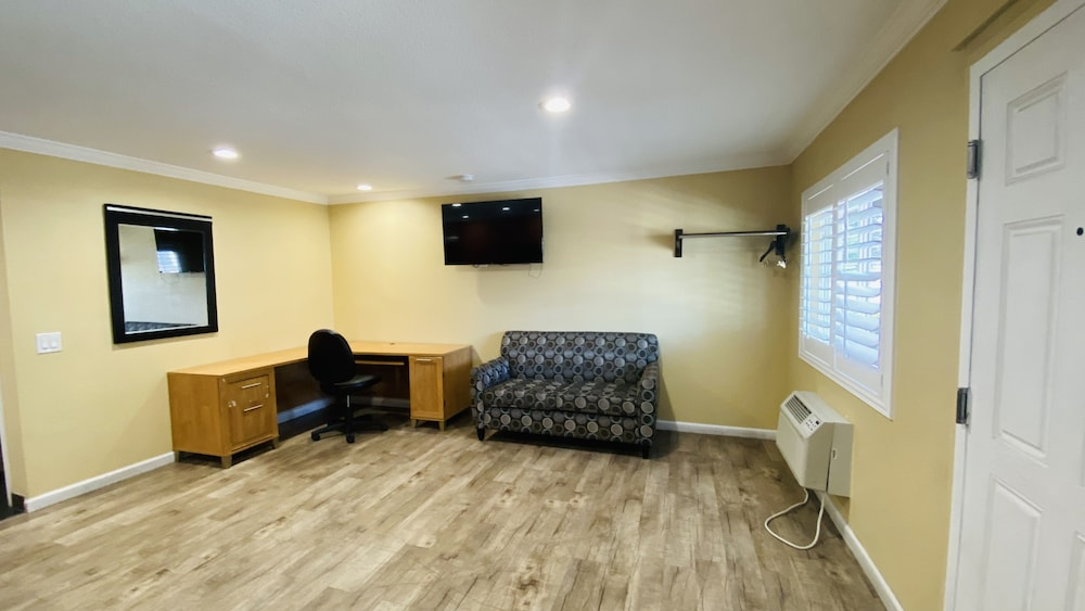 Living Area, Scandia Motel