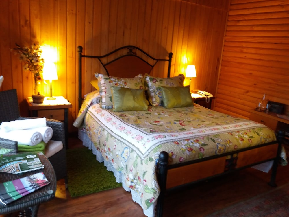 Room, B&B Shambala HN
