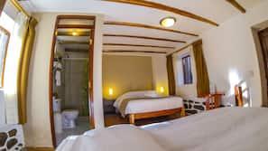 Cortinas opacas, wifi gratis, ropa de cama