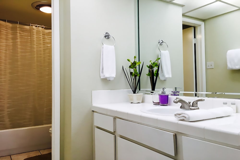 Aaa 3 Bedroom Convention Center Luxury Condos ... Bathroom Sink ...