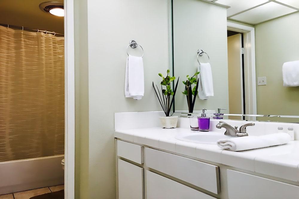 Aaa 3 Bedroom Convention Center Luxury Condos ... Bathroom Sink ...
