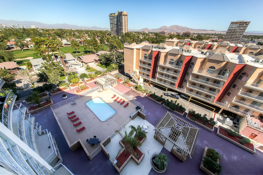 Aaa 3 Bedroom Convention Center Luxury Condos ... Outdoor Pool ...