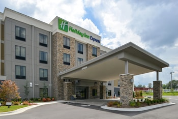 Holiday Inn Express & Suites Bryant - Benton Area