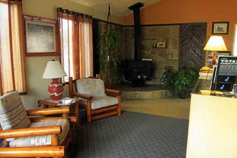 Lobby, Color Country Motel