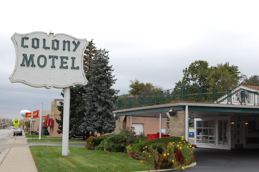 Front of Property - Evening/Night, Colony Motel