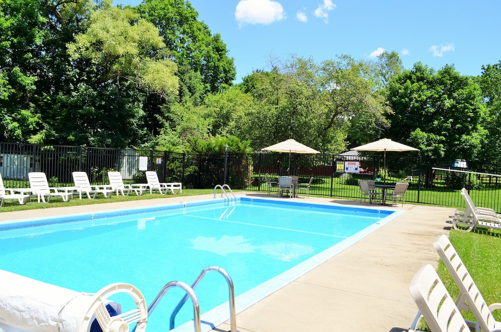 Maple Terrace Motel In The Berkshires Hotel Rates Reviews On Orbitz