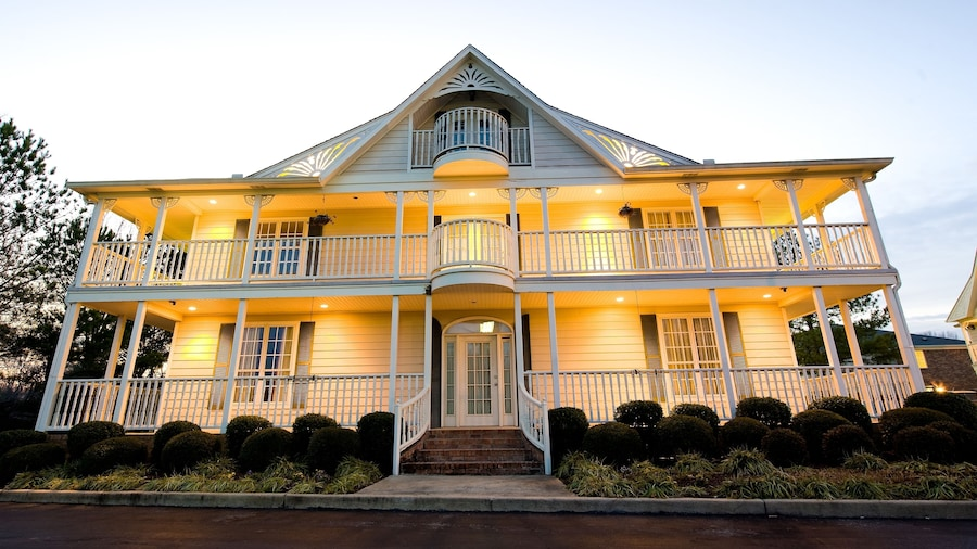 Plantation Oaks Suites & Inn