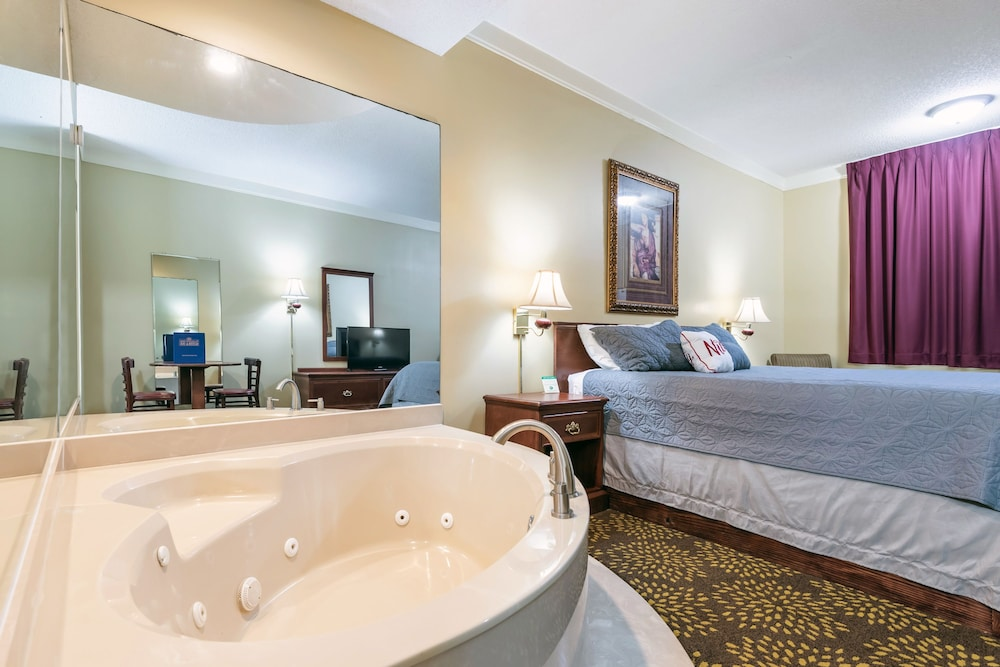 Room, Plantation Oaks Suites & Inn