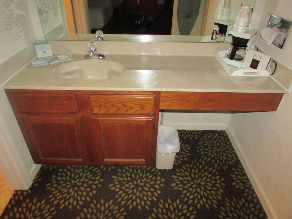 Bathroom Sink, Plantation Oaks Suites & Inn