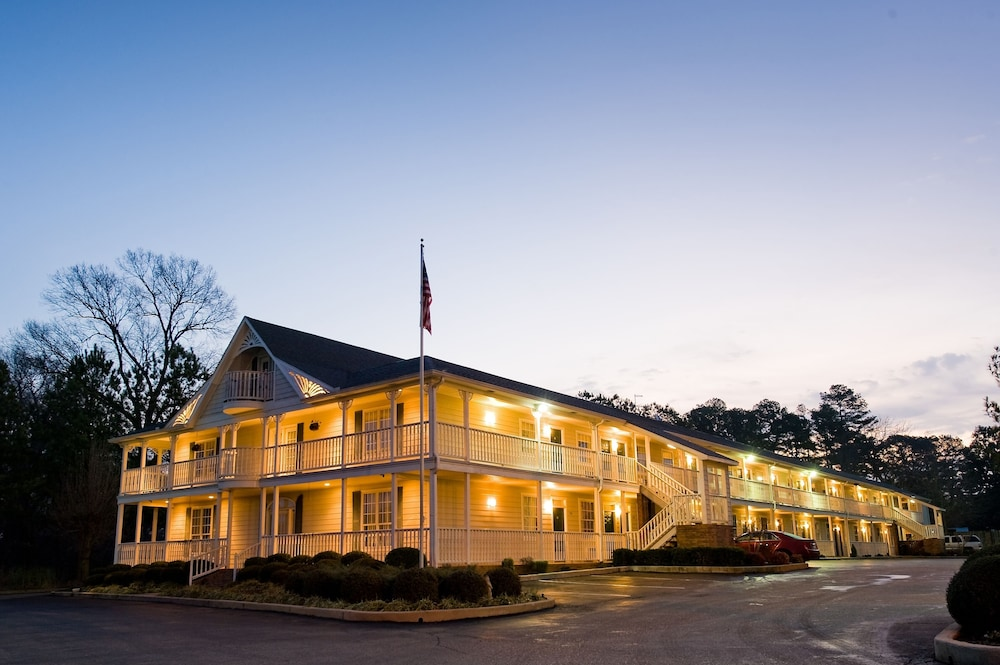 Front of Property - Evening/Night, Plantation Oaks Suites & Inn