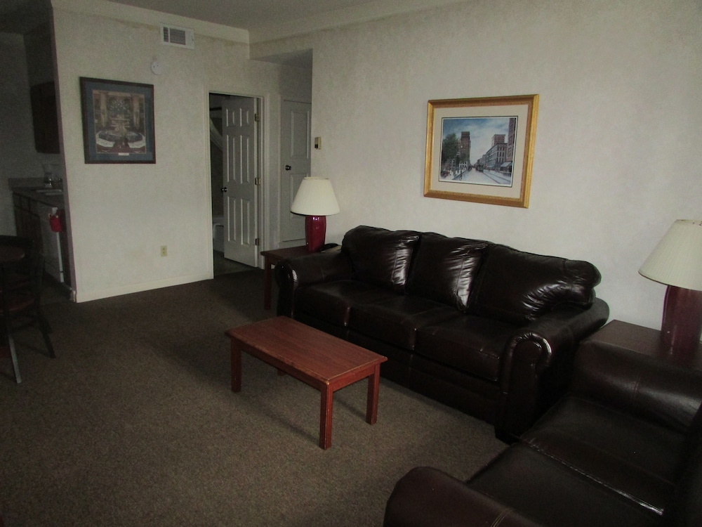 Living Area, Plantation Oaks Suites & Inn
