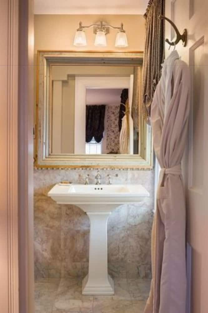 Bathroom, Kennebunkport Captains Collection