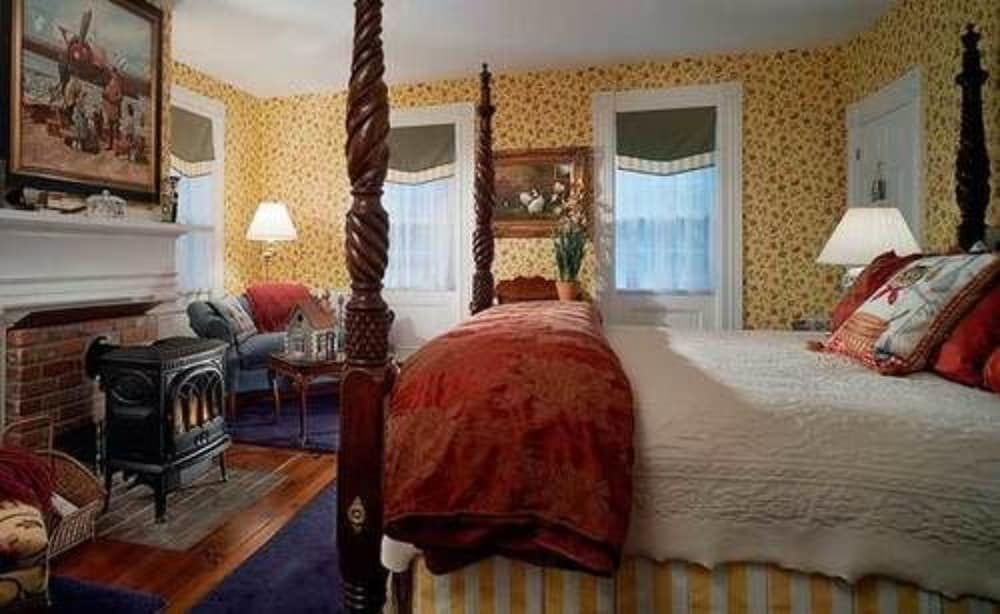 Room, Kennebunkport Captains Collection