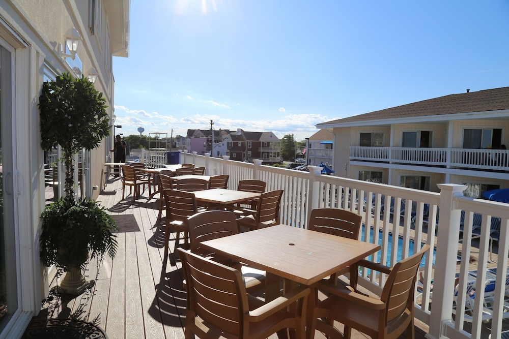 Outdoor Dining, The White Sands Oceanfront Resort & Spa