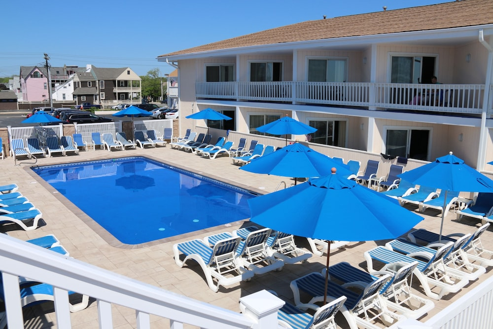 Outdoor Pool, The White Sands Oceanfront Resort & Spa