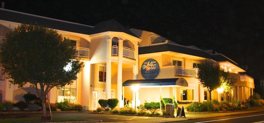 Front of Property - Evening/Night, The White Sands Oceanfront Resort & Spa