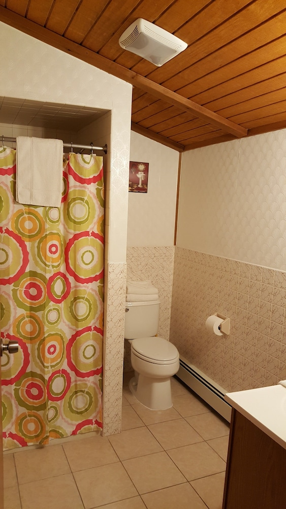 Bathroom, Atlantic Motel