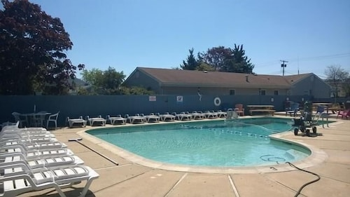 Outdoor Pool, Atlantic Motel