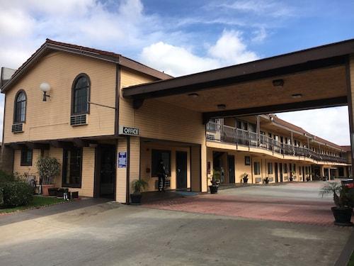 Great Place to stay Del Amo Inn near Torrance