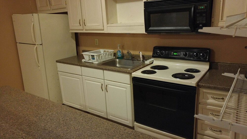 Private Kitchen, NOLA-GOULA Inns & Suites