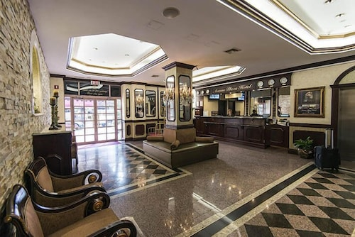 Interior Entrance, Avenue Plaza Hotel
