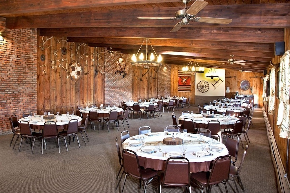 Dining, Malibu Dude Ranch