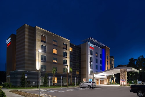 Great Place to stay Fairfield Inn & Suites by Marriott Orlando East/UCF Area near Orlando