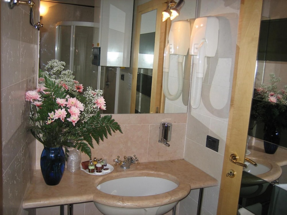 Bathroom, San Simeon Apartments