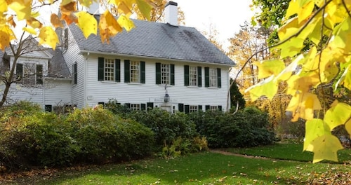 Great Place to stay Fletcher Tavern Bed & Breakfast near Westford