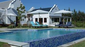 Outdoor pool, an infinity pool