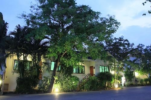 查雅達花園別墅度假飯店