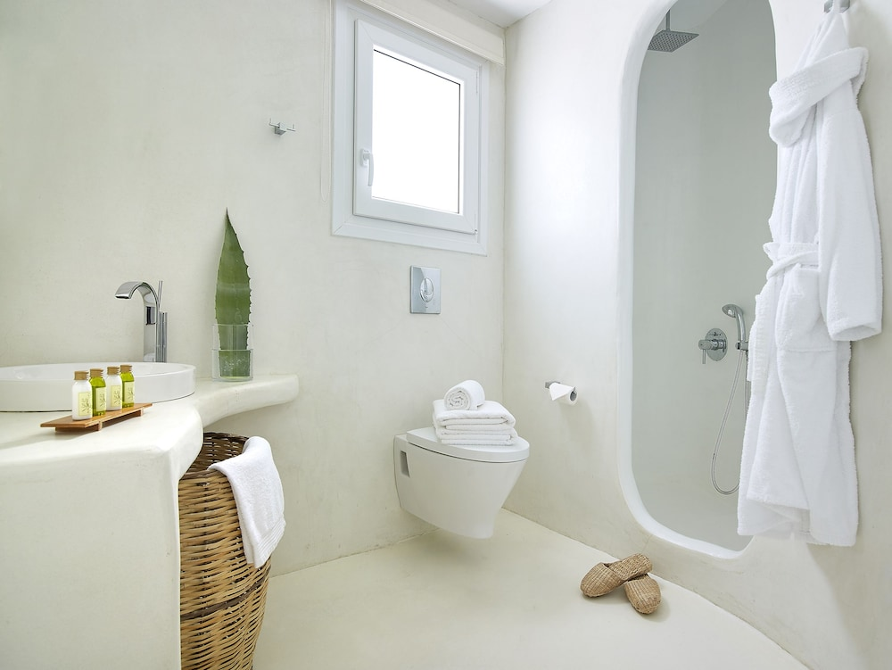 Bathroom, Delmar Apartments & Suites