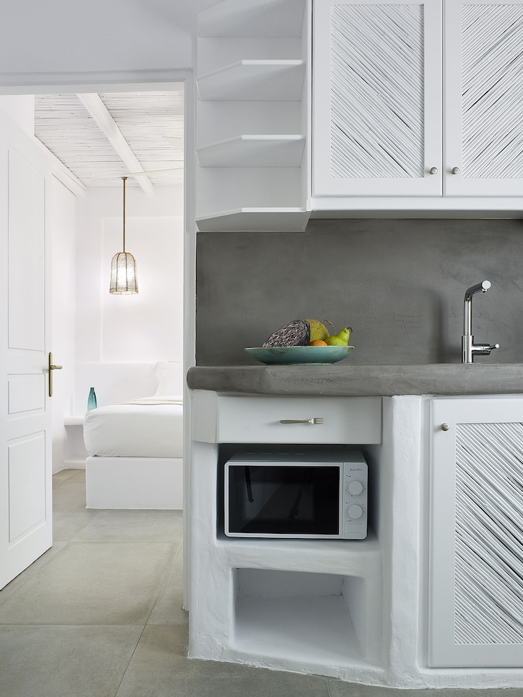 Private Kitchenette, Delmar Apartments & Suites