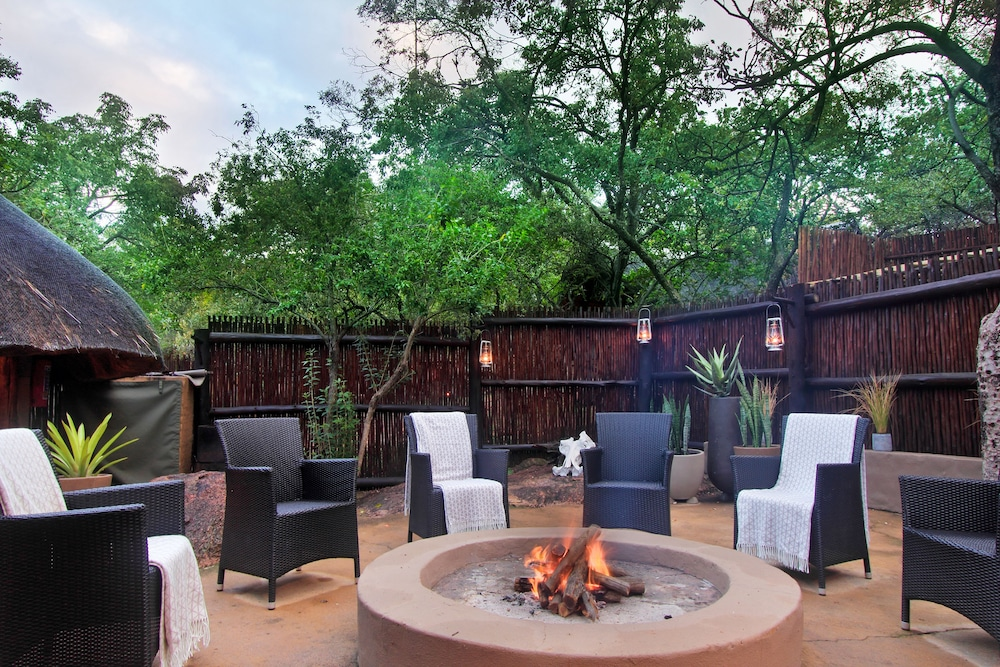 Courtyard, Itaga Luxury Private Game Lodge