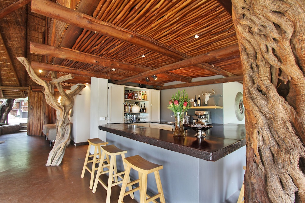 Bar, Itaga Luxury Private Game Lodge