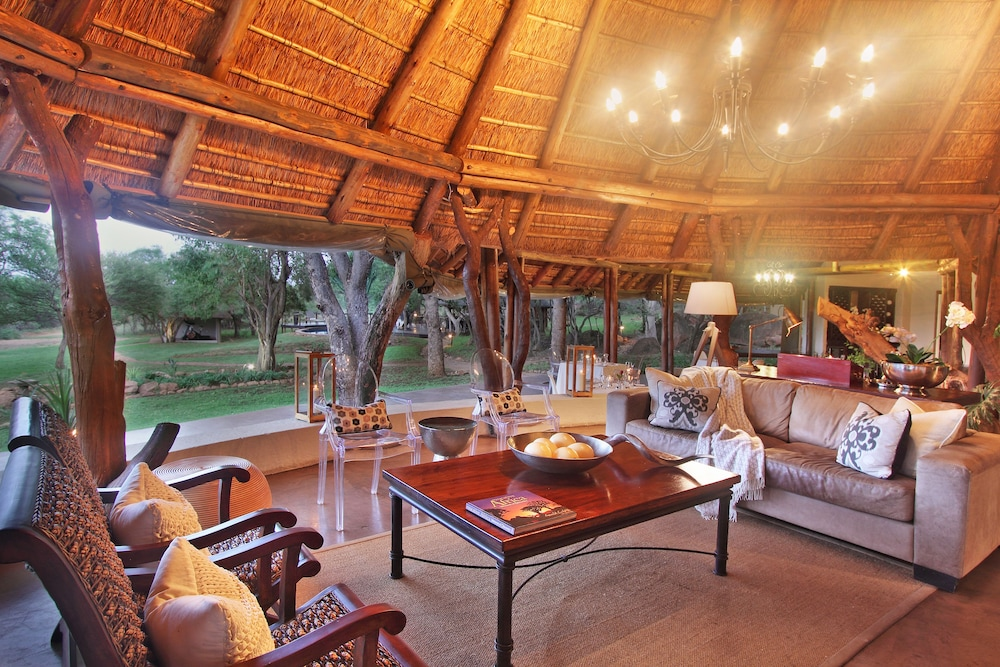 Lobby Sitting Area, Itaga Luxury Private Game Lodge