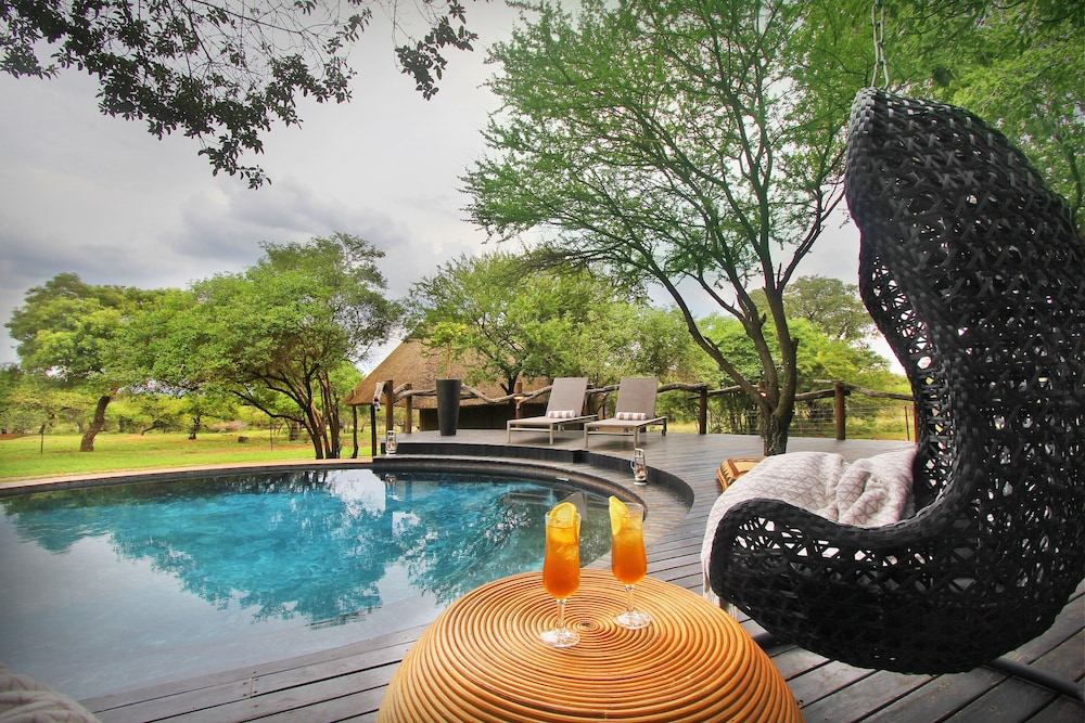 Pool, Itaga Luxury Private Game Lodge