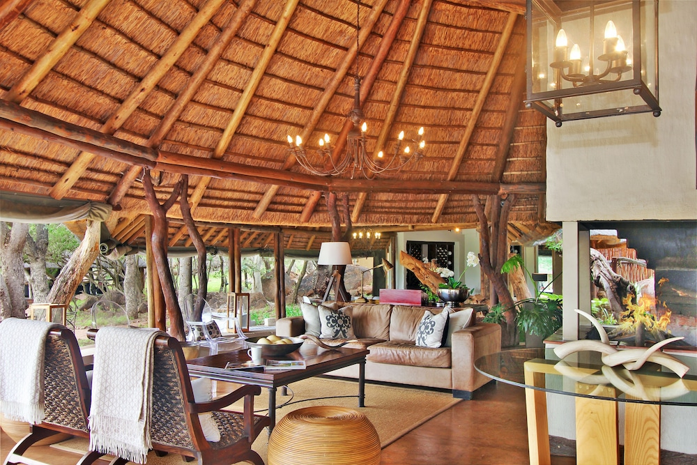 Executive Lounge, Itaga Luxury Private Game Lodge