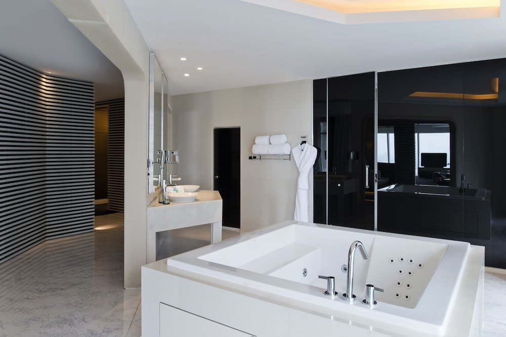 Jetted Tub, V Hotel Dubai, Curio Collection by Hilton