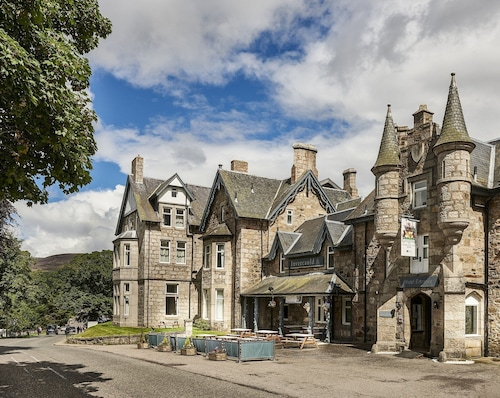 The Invercauld Arms Hotel