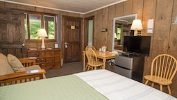 Wiscasset Woods Lodge: 2019 Room Prices $120, Deals