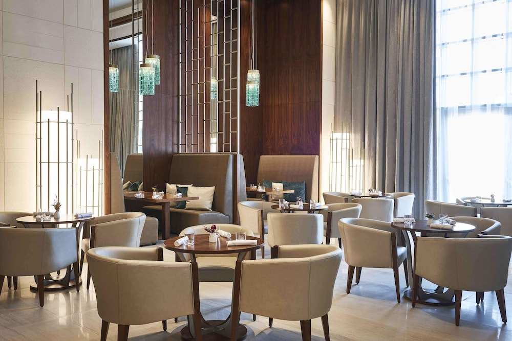 Cafe, Hilton Dubai Al Habtoor City