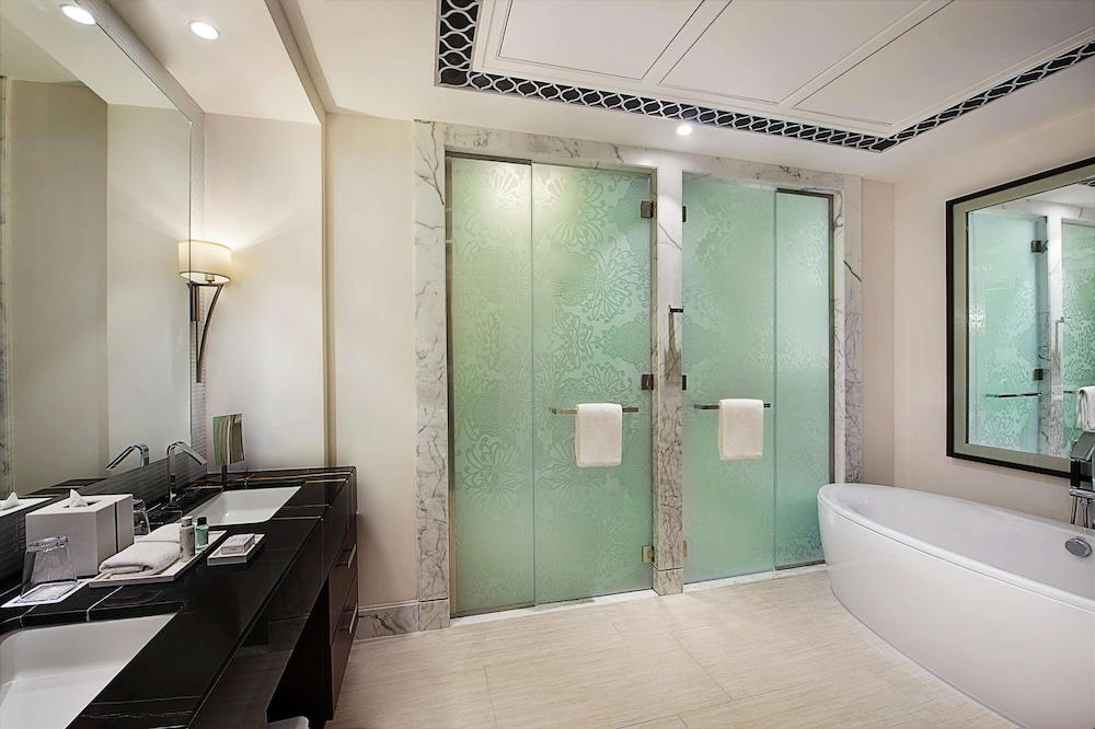 Bathroom, Hilton Dubai Al Habtoor City