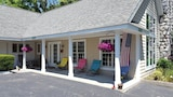 Captain's Quarters Motel - Saugatuck Hotels