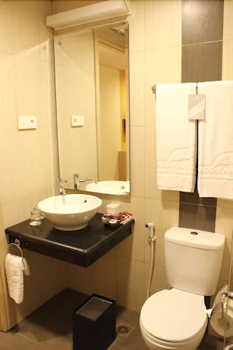 Days Hotel Suites By Wyndham Jakarta Airport Deals Reviews