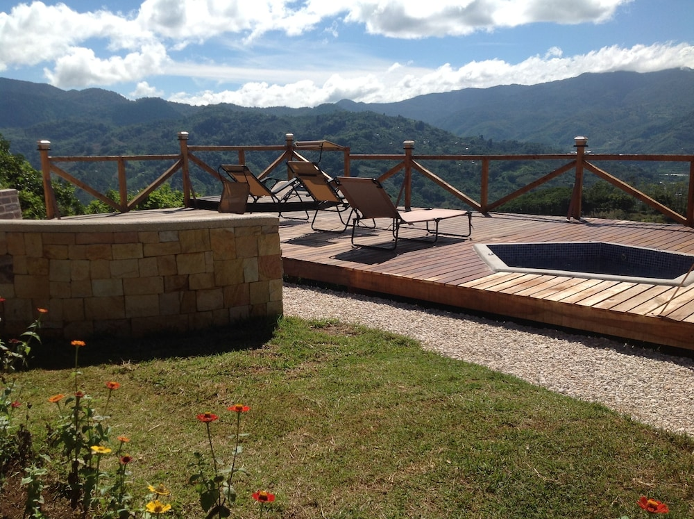 Para so orocay lodge cartago costa rica for Bain a remous exterieur