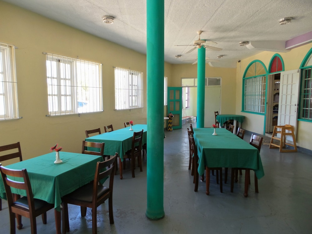 Breakfast Area, The Apartments at Jolly Castle