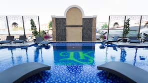 室外游泳池,日光浴躺椅