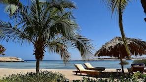 Am Strand, Liegestühle, Strandtücher, Sporttauchen